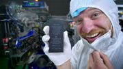Inside-an-iPhone-Battery-Factory-in-China